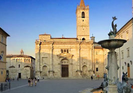Ascoli in particular is home to beautiful churches and cathedrals, like the Cattedrale di Sant'Emidio.
