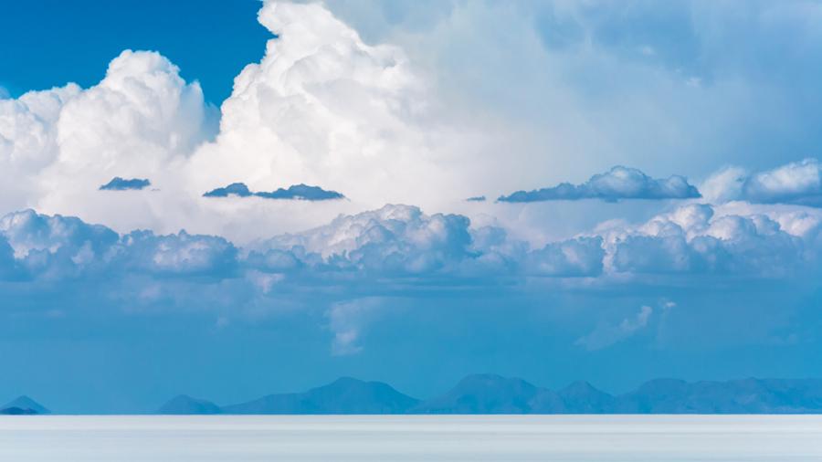 Spectacular sky over Uyuni salt flats - Bolivia